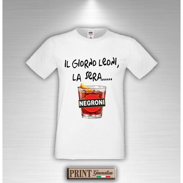 newest b2571 a7674 T-Shirt Il giorno leoni di sera Negroni Frase Divertente Maglietta Uomo